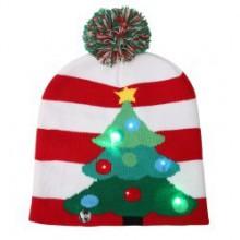 Julehat  med  juletræ    LED-lys  og  kvast