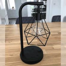 Industriell bordslampa med ljuskedja
